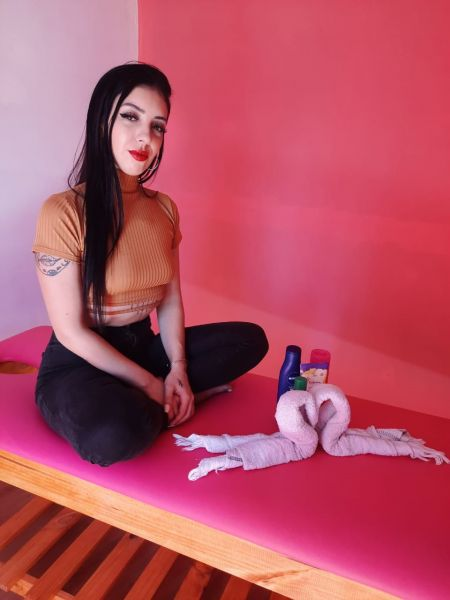 🌺Masajista Profesional🌺          Hola como estas!  Te ofrezco mi servicio de masajes relajantes…  trabajo sobre camilla o tatami con cremas y aceites neutros…  Me manejo con reserva de turnos…..